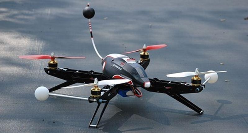 ¿Cómo hacer maniobras con el drone?